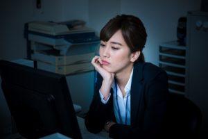 従業員の健康リスク「座りすぎ問題」を問う!