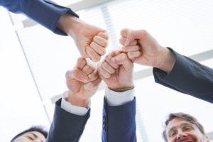 会社での人間関係、縦の関係から横の関係が重要に。